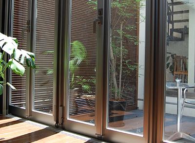 窓ガラス、サッシ、網戸